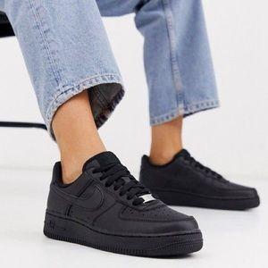 NIKE AIR FORCE 1 Triple Black Sneakers Shoes New